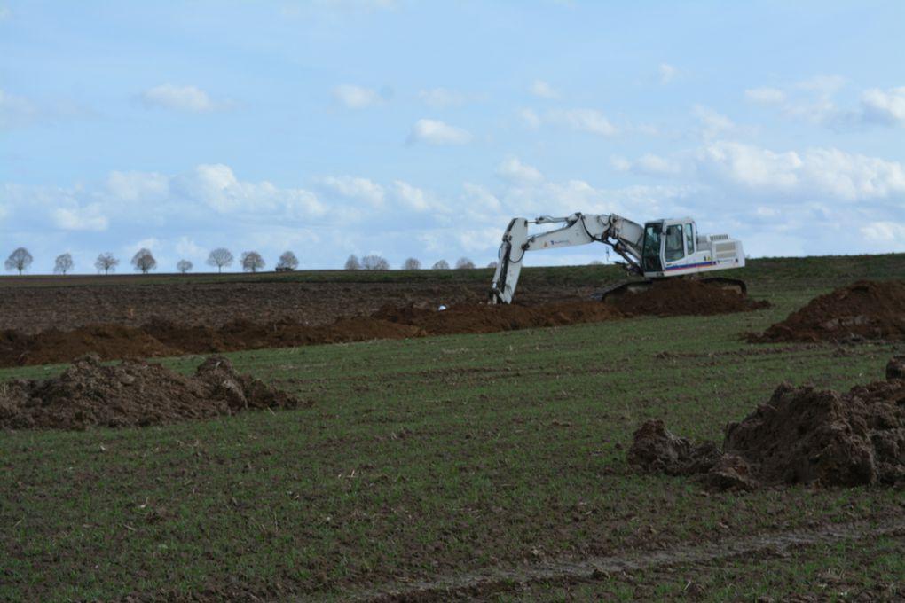Les pelleteuses eux fouilles les terres à la recherches de vestiges archéologiques