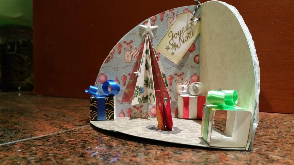 Cartes - Noël - 2015 - Sapin - Etoiles - Igloo - Village - Portail - Flocons - Guirlandes - Feu - Cadeaux - Boules - Fil - Noeud - Strass