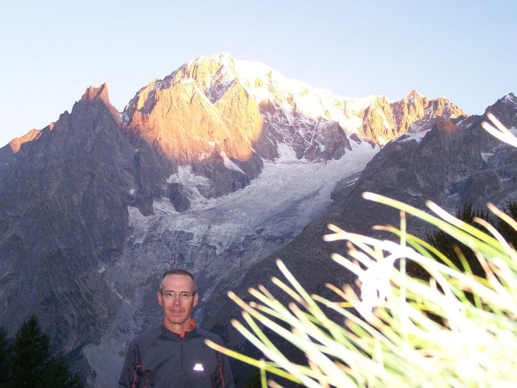 Lever de soleil magique sur Mt Blanc, Dent du Géant, Grandes Jorasses, Mont Chétif,...depuis les hauteurs du refuge Bertone
