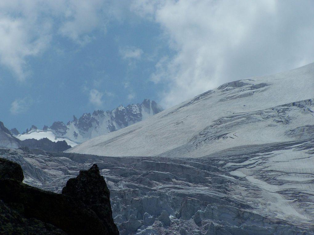 """Diaporama de photos au dessus du Glacier du Trient et sur rocher """"en bec d'oiseau"""" dans le vide...GEANT"""