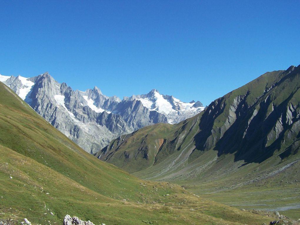Pendant descente dans vallon de Malatra vers Arnuva : Val Ferret italien jusqu'au col de la Seigne !