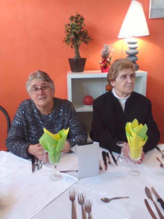 Une attention particulière des Dames d'Entraide ... le colis de Noël pour nos aînés...La carte du menu réalisée par Aline Loustalot