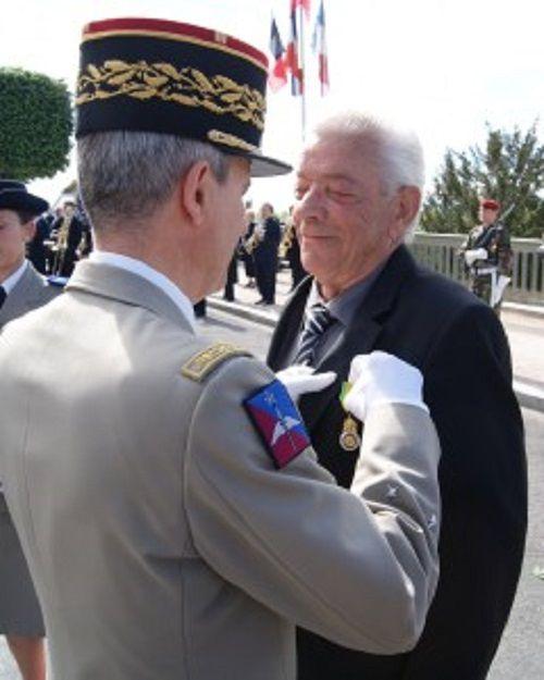 Général DELORT-LAVAL Hugues et Général BROUSSE  Didier : Commandeurs dans l'Ordre de la Légion d'Honneur