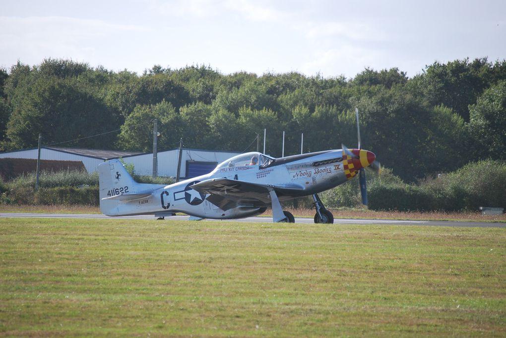 DC 3 - DAKOTA - et une pertie des avions en pertei au sol avis au connaisseurs pour l'identification.