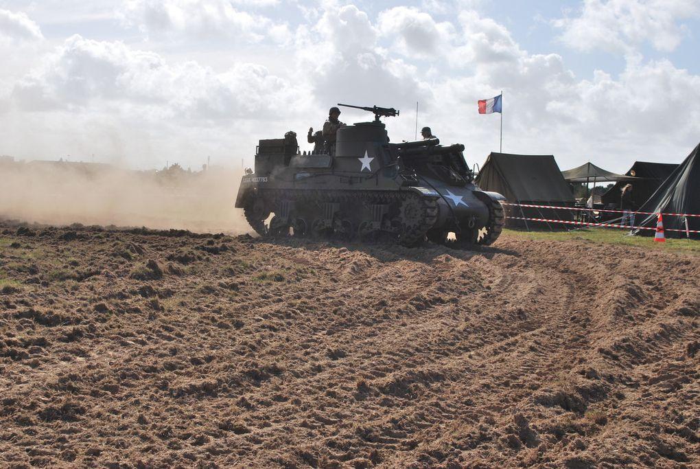 jeeps de l'association MVCG 86,  le M 7 Priest, le Sherman,d'un club d'Orléans, Half-track tirant un canon d'un club de Nantes