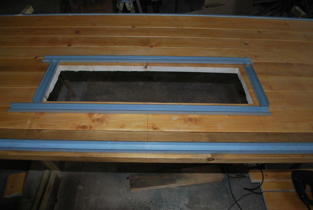 Présentation et mise en place des ferrures d'encadrement des ridelles pose à blanc  avant assemblage.