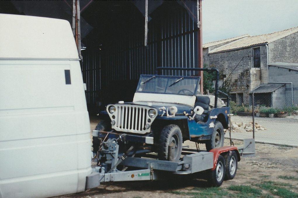 la caisse  jaune, c'est vrai il y a du travail. et la caisse bleu aussi - un exemplaire des roues fournie avec.