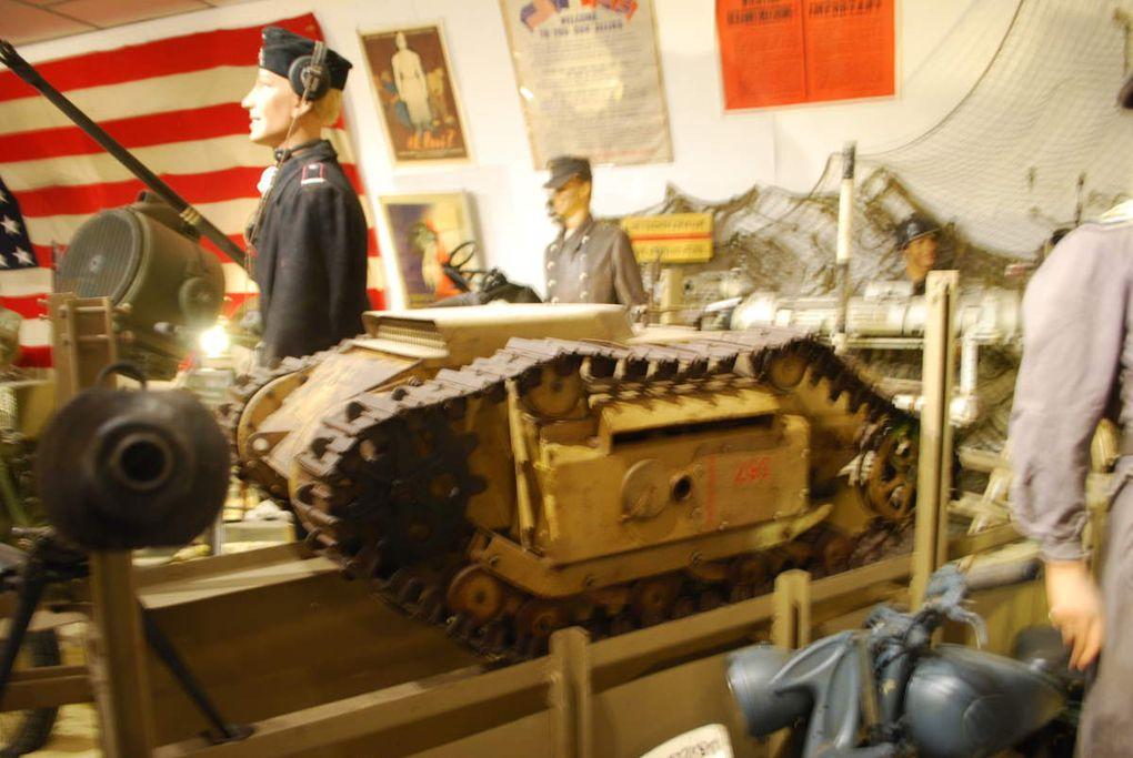 L'intérieur du Musée, Le Stug de Georges Millarec ( reconstitution) le bren et son équipage US d'active, 105 HM 2 et démonstration de tir au mortier pour l'US Army