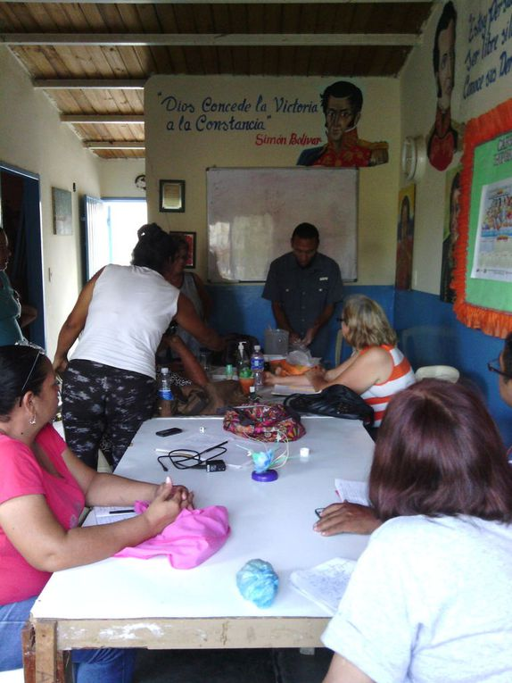 AVANCE TALLER PATIOS SOCIOPRODUCTIVOS - MUESTRA GRAFICA TALLER DESARROLLADO EN LA CASA DE LA CULTURA CONSTRUCTORES DE NUEVOS HORIZONTES - URB CRISTOBAL COLON.  VIERNES 04/03/16. REALIZACION DE PROTOTIPO DE CULTIVO VERTICAL CON ENVASES DE PLASTICOS Y TRUEKE DE PLANTAS Y PLANTULAS.  VIERNES 11/03/16. REALIZACION DE CANTEROS Y SEMILLEROS EN EL OASIS, TRUEKE DE SEMILLAS.  VIERNES 18/03/16. REALIZACION DE JABONES, CREMAS Y DESODORANTES ECOLOGICOS CON MATERIA PRIMA OBTENIDAS DE LOS CULTIVOS. FOTOGRAFIAS: LCDA. BETZY ARNAUDES.
