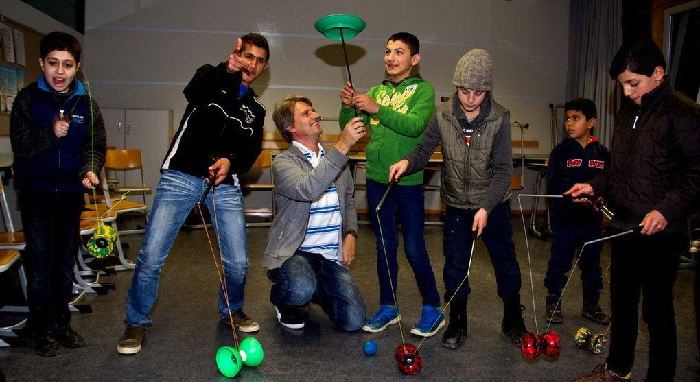 Dass das Jonglier-Projekt von Matthias Schreyer viele Kinder anzog, versteht sich von selbst.