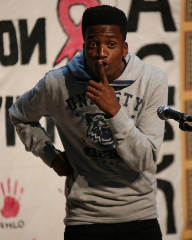 &quot&#x3B;What's killing us now?&quot&#x3B; Junge südafrikanische Schauspieler bringen das Thema AIDS auf die Bühne des Gymnasiums Veitshöchheim und machen 250 Jugendliche betroffen