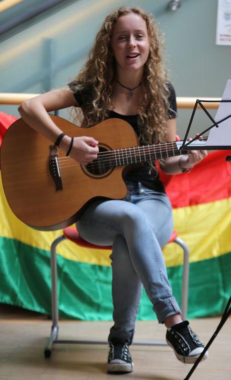 """Allegra von Bosse wusste mit ihrer Flamencogitarre solo dem Rihanna-Hit """"Love the way"""" und zusammen mit der Sängerin Julie Lehner mit dem Beatles-Song """"Yesterday"""" zu gefallen."""