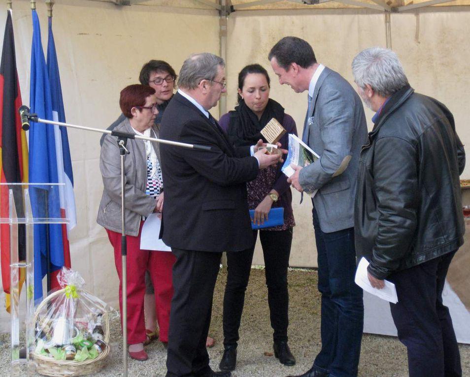 Empfang direkt nach der Ankunft am 5.5. am Rathaus - Rede Bürgermeister Jürgen Götz und Übergabe von Gastgeschenken