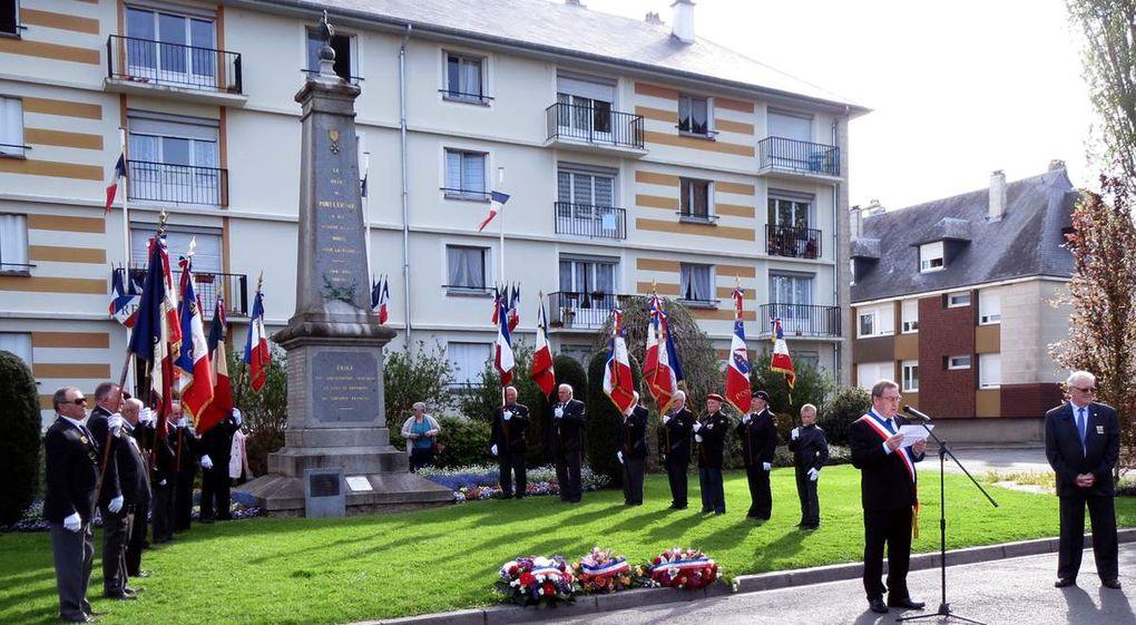 Sehr emotional war die Teilnahme an den Feierlichkeiten zum Kriegsende am 8. Mai mit Kranzniederlegung am Ehrenmal.