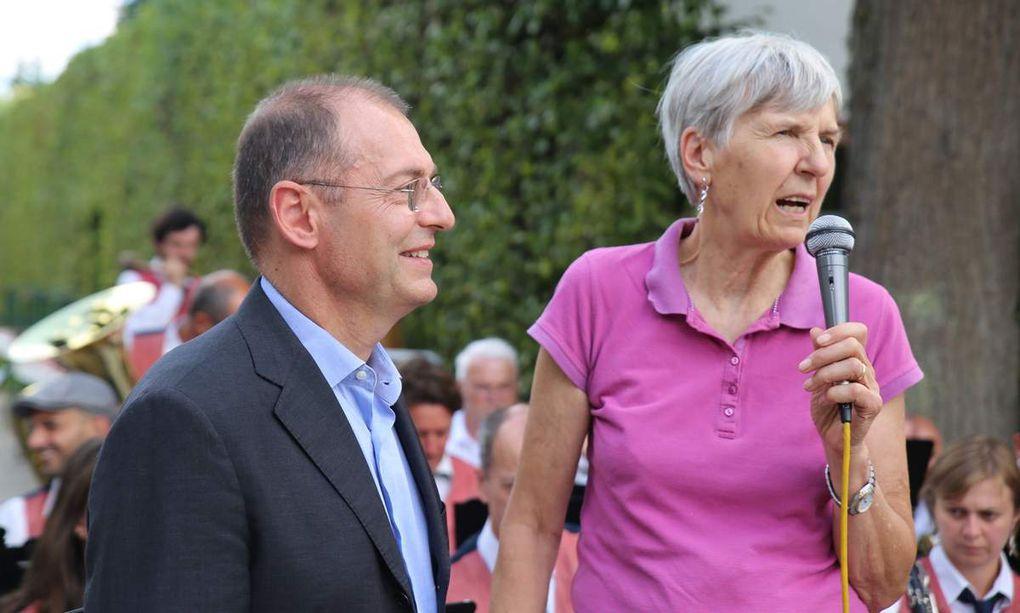 letztes Foto v.l.n.r. Veitshöchheimer Partnerschaftsbeauftragte Ilse Feser, die italienische Ansprechpartnerin Hiltrud Müller-Allaria, Sindaco Paolo Sottani und Bürgermeister Jürgen Götz