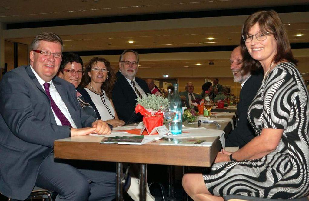 Zum Festakt konnte Vorsitzender Burkhard Löffler auch einige prominente Gäste begrüßen wie auf dem ersten Foto MdL Volkmar Halbleib, der sich voll des Lobes über die gelungene Jubiläumsfeier äußerte, sowie die stv. Landrätin Karen Heußner.
