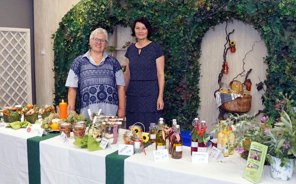 Mit einem sehr informativen und dekorativ sehr schön gestalteten Stand vertreten war auch die Kräuterpädagogin Karin Kuhn vom Hubertushof in Güntersleben mit einem breiten Angebot an herbstlichen Blumen- und Fruchtkränzen, Kräutersachen, Marmeladen und Nudeln.