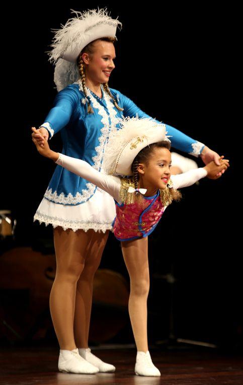 Stürmischen Beifall ernteten auch die vier über die Bühne wirbelnden, unter den Fittichen von Kristina Hauser trainierenden Tanzmariechen v.l.nr. Joline Mutombo (neun Jahre), Jasmina Kissner (14 Jahre), Maja Friedrichs (14 Jahre) und Sarah Scherbaum (16 Jahre) der Tanzsportgarde Veitshöchheim.