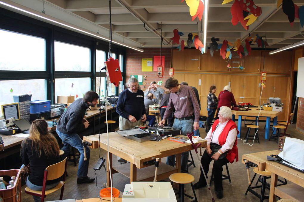 Reparieren statt Wegwerfen - Sechstes Repair Café in der Eichendorffschule verlief äußerst erfolgreich