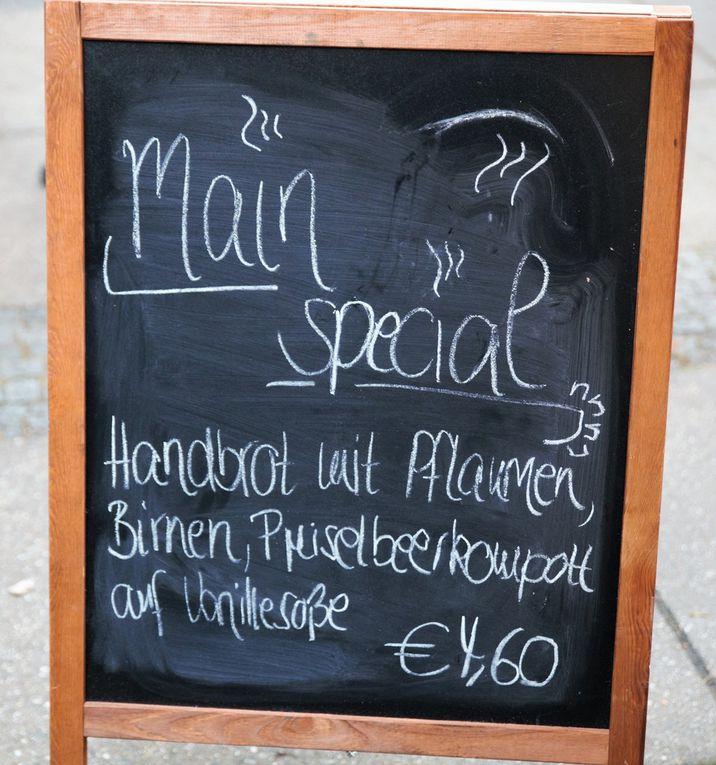 """Das lukullische Angebot bereichern an diesem Wochenende auch  diese Hütte mit """"Main-Spezial-Handbrot"""" mit Früchten"""