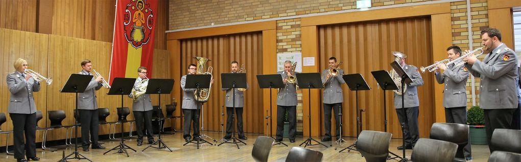 Den Empfang umrahmte musikalisch in bewährter professioneller Weise ein Bläserensemble des Heeresmusikkorps Veitshöchheim.