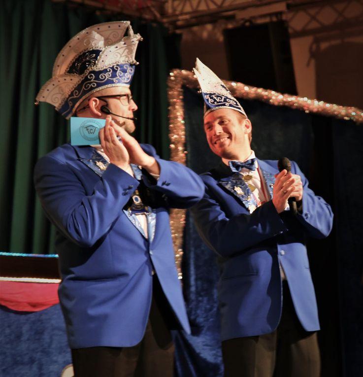 Grandiose Prunksitzung des  Thüngersheimer Faschingsclubs riss fünfeinhalb Stunden lang die Gäste von dien Sitzen - Ein Höhepunkt jagte den anderen