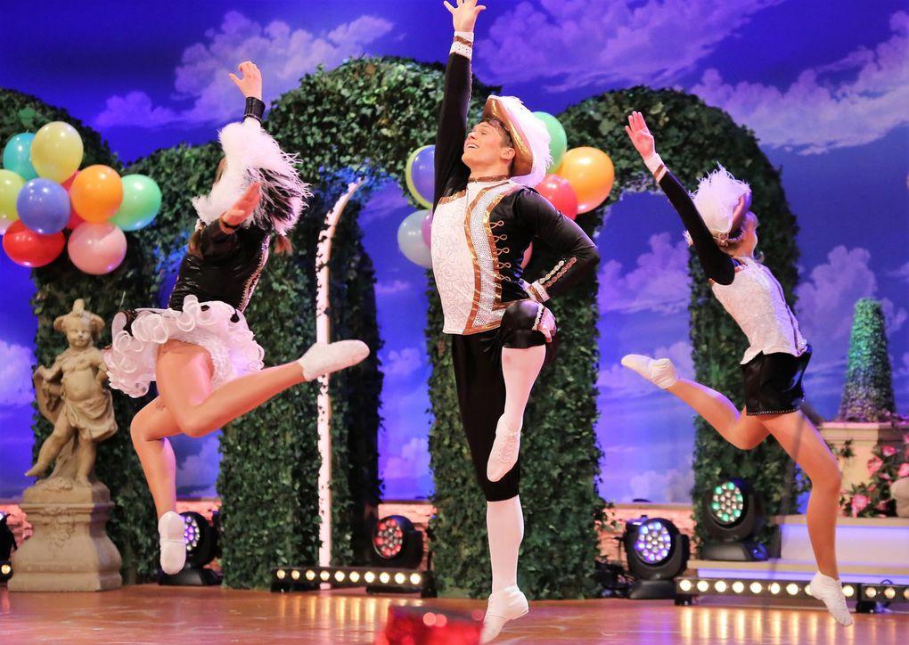 Am Ende sorgten Tanzmariechen und Tanzpaar gemeinsam für Furore, vom Publikum stürmisch umjubelt.