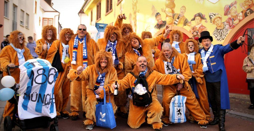 Allerhand zu tun hatte Vorstand Alf um seine Löwen zu bändigen. Darunter versteckten sich unter der Regie von Alexander Götz und Thomas Wirsing die Mitglieder des örtlichen 1860 München-Fanclubs, der in diesem Jahr  sein 40jähriges Bestehen feiert.