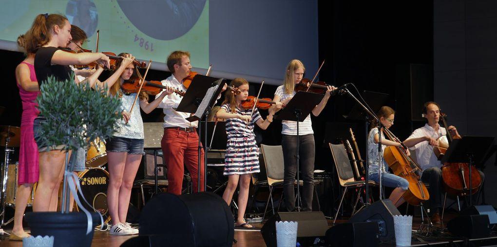 Zum Dahinschmelzen der Auftritt des Streicher-Ensembles der SMSV mit einem Walzer von D. Schostakowitsch