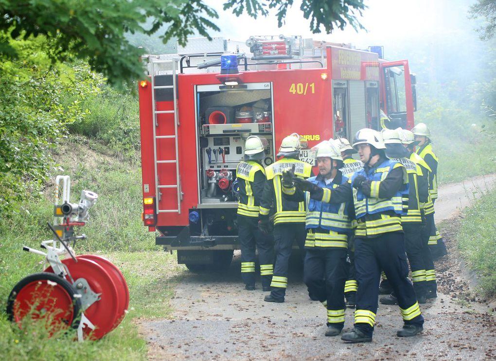 Ihre Aufgabe bestand in der möglichst schnellen Erstbekämpfung mit den Wasservorräten in den beiden Fahrzeugen.