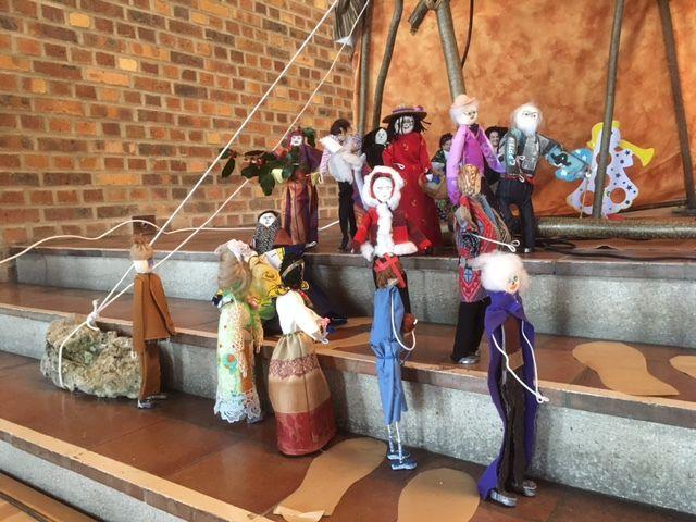images de la crèche de Saint Bruno : familles des Chartreux à la Crèche