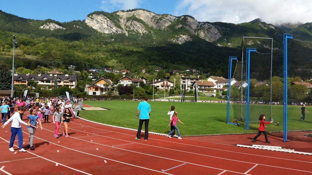 Des enfants heureux de courir pour une bonne cause...