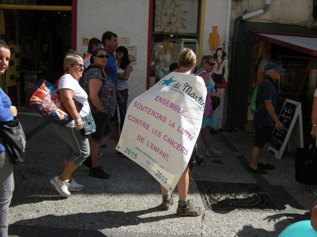 LE marché d'Argelès:tous les bénévoles sont à la tâche.