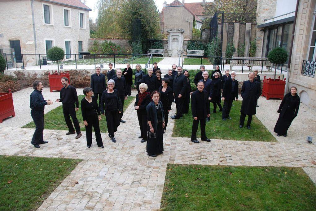 Langres, novembre 2015: l'EV Montéclair et son nouveau chef, Stefano Intrieri, dans la cour de la Maison de Lumières à Langres