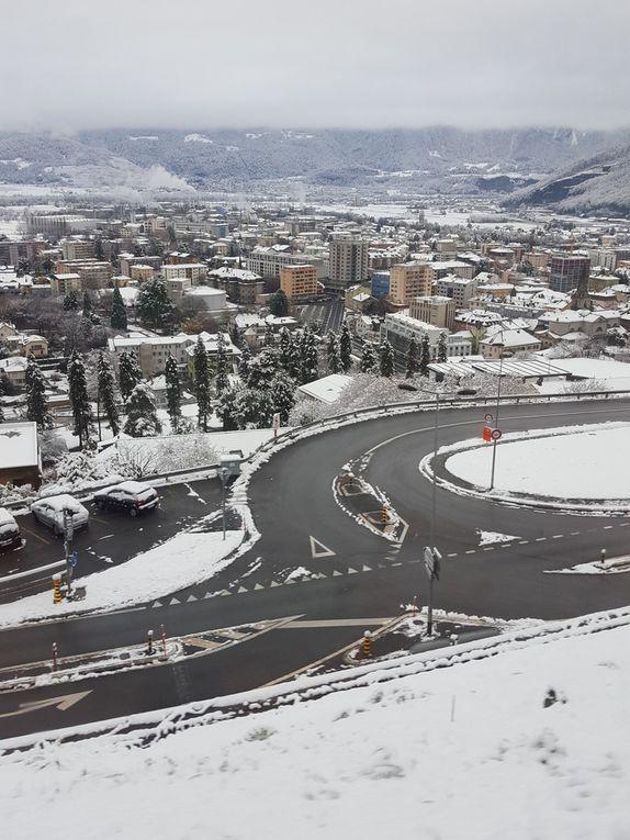 Photos neigeuses prises dimanche 22 novembre 2015 au lever du jours par l'équipe du Monthey Blog