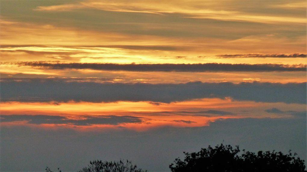 C'était samedi soir, 31 octobre, près de Carhaix. Cliquez sur le titre pour ouvrir le diaporama