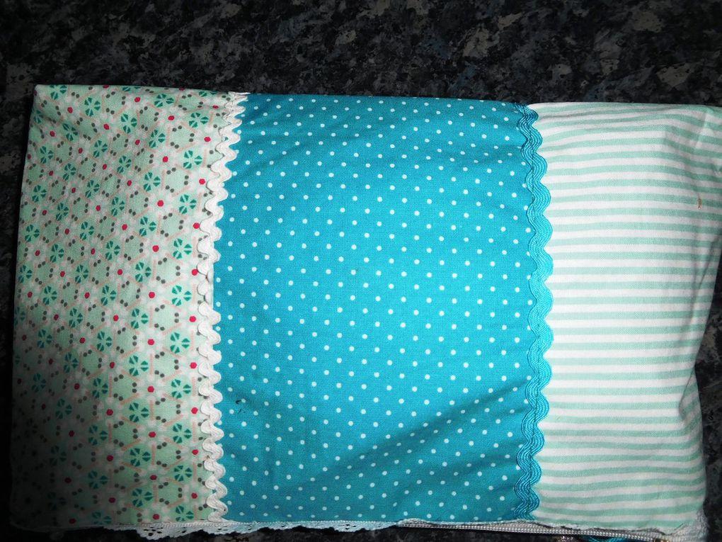 Pochette en camaieu de tissus lagon