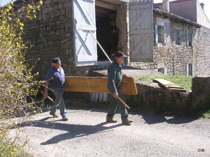 Coulage d'une dalle de béton dans le four de M. Chabal à Gluiras