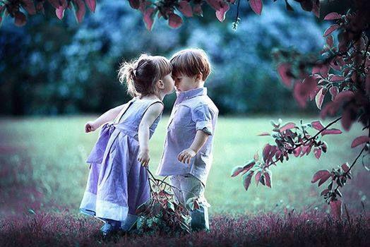 L'amour, l'innocence, la beauté, ne connait pas de frontières et se passe souvent de mots.... Apprécions ces émotions perçues.