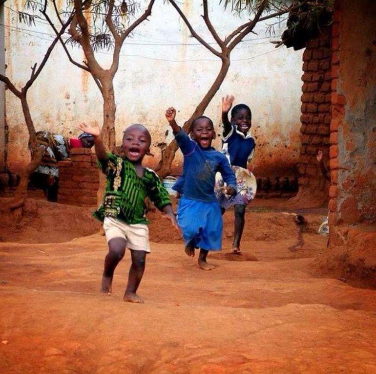 Avec de tels sourires, nous ne pouvons que passer...