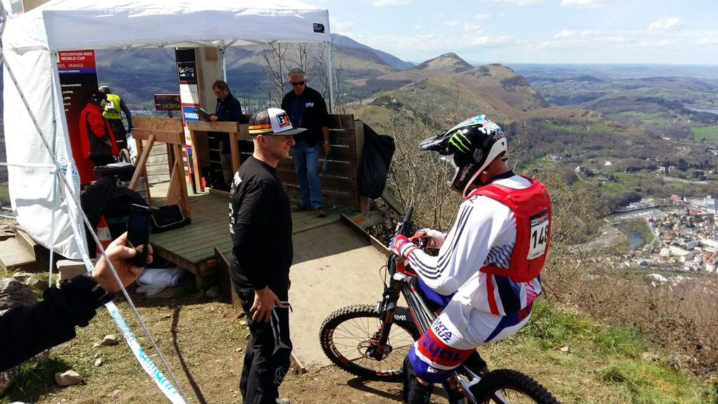 Lourdes: World Cup Downhill 2016 1° manche