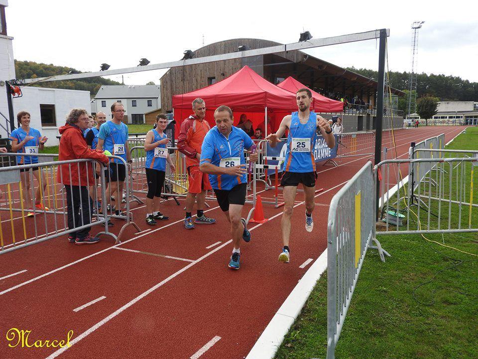 9 bleu(e)s ont participé ( hier en Belgique ) à un record du monde !!!! #laclasse (dommage pour toi alicia ...  � ,ce n'est pas faute de t'avoir motivé). En effet, le club d'athlétisme local de St Mard organisait une tentative de record du nombre de 400m effectué en 24H. Avec 1192 tours de piste soit 476.8 km , le record est amélioré de 18.8 km.#onesttousdespistards #jailafrite