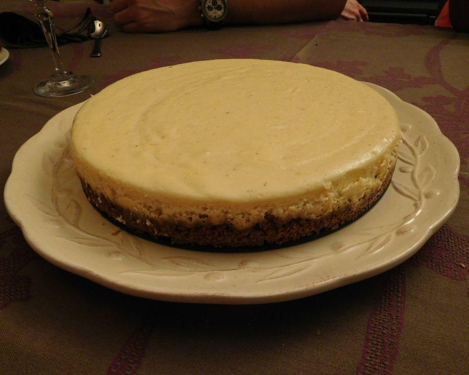 Cheesecake : de la légèreté un peu citronnée sur une base à la cannelle, avec son caramel aux fruits de la passion ou un coulis aux fruits rouges.Juste ce qu'il faut d'acidité pour donner du peps !