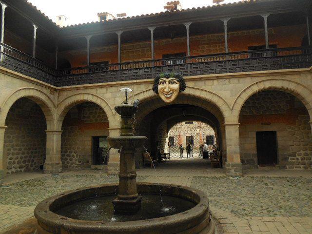 """la cathédrale, la Palais de la Moneda,   sur les hauteurs de la ville au """"marché des mineurs"""""""