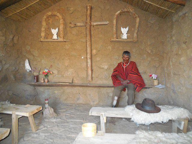 la chapelle, le musée, l'atelier de tissage, le drapeau des ethnies