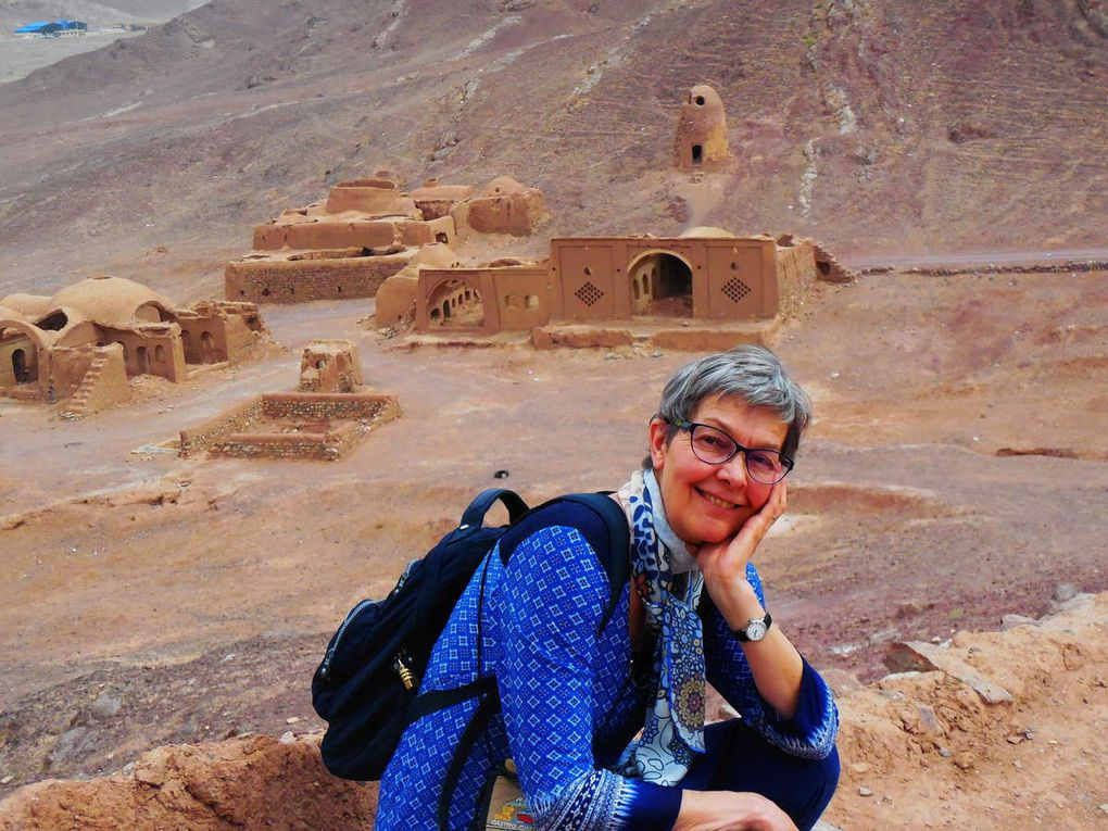 Village zoroastrien de Cham, sa tour du silence et son temple du feu