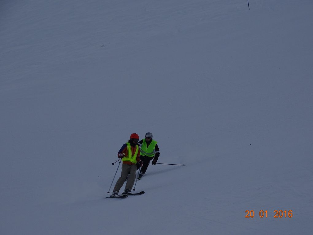 Ptit descriptif des photos (si je ne précise pas, c'est que ce sont des photos où vous êtes en train de skier) : 1 : Marie et Didier, 2 : Marie et Didier, 3 : Vincent et Seb et en arrière plan Claude et Rachid, 4 : Vincent et Seb, 5 : Claude et Rachid, 6 : Francis et Guy, 7 : Sur le télésiège, Guy, Francis, Philippe et Cyrielle, 8 : Francis et Guy et en arrière plan FClaude et Rachid, 9 : Vincent et Seb, 10 : Cyrielle et Philippe, 11 : Juliette, 12 : Juliette et Jean-François, 13, 14 et 15 : Carole, la mono ESF et Vincent en tandem ski, 16 : de gauche à droite, Didier, Rachid, Claude, Philippe et Guy en terrase d'altitude, 17 : de gauche à droite, Seb, Cyrielle et Juliette en terrasse d'altitude, 18 : Vincent et Dom en dual-ski, 19 : Pascal et Dom en dual-ski, 20 : à l'arrivé du télésiège, Vincent, Carole, Dom et Pascal, 21 : Vu ensoleillé du lac du mont-cenis.