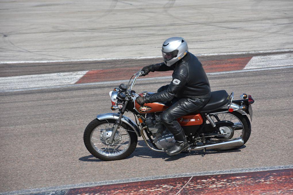 Série F et G 350 et plus de 1946 à1968, série G et H Motos de série de 125 à 350 et plus juqu à 1976