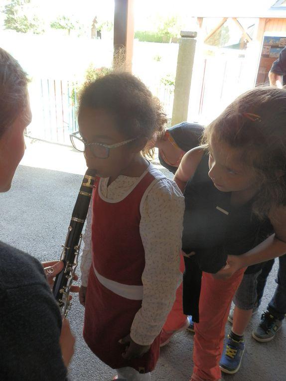 Les musiciens sont venus présenter leur instruments.