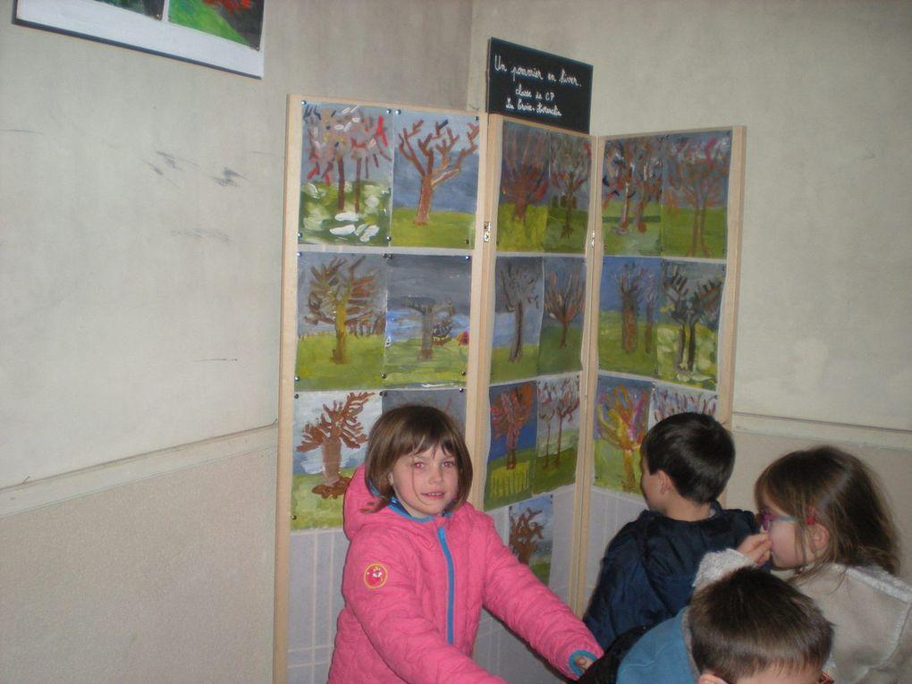 Les CP visitent l'exposition St Benoît (thème : les Impressionnistes).